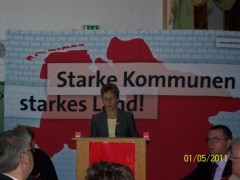 Ilona Döring überbringt die Grüße unserer Freunde vom Ortsverein Elbe-Saale