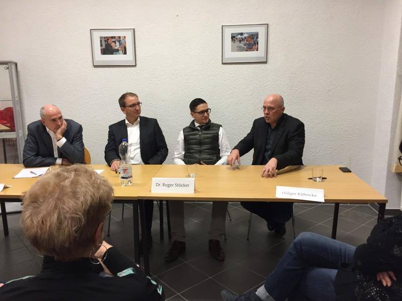 v.l.n.r.: Jost Riecke, Verbandsdirektor des Verbandes der Wohnungswirtschaft Sachsen-Anhalt e.V; Landrat Markus Bauer; Dr. Roger Stöcker; Holger Köhncke, Geschäftsführer Bernburger Wohnstättengesellschaft mbH